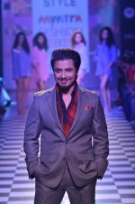 Ali Zafar walks for Men_s Health show at Myntra fashion week day 2 on 4th Oct 2014 (161)_5430bc1f15c59.JPG