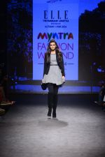 Diana Penty walk the ramp for Elle Show on day 3 of Myatra fashion week on 5th Oct 2014 (27)_54313bb0c5611.JPG