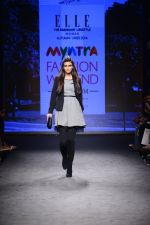 Diana Penty walk the ramp for Elle Show on day 3 of Myatra fashion week on 5th Oct 2014 (28)_54313bb3c7166.JPG