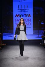 Diana Penty walk the ramp for Elle Show on day 3 of Myatra fashion week on 5th Oct 2014 (29)_54313bb6a453a.JPG