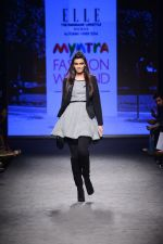 Diana Penty walk the ramp for Elle Show on day 3 of Myatra fashion week on 5th Oct 2014 (30)_54313bb99d75c.JPG