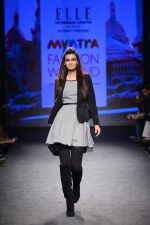 Diana Penty walk the ramp for Elle Show on day 3 of Myatra fashion week on 5th Oct 2014 (33)_54313bc2ecfd1.JPG