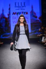 Diana Penty walk the ramp for Elle Show on day 3 of Myatra fashion week on 5th Oct 2014 (35)_54313bca7db60.JPG