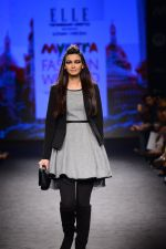 Diana Penty walk the ramp for Elle Show on day 3 of Myatra fashion week on 5th Oct 2014 (36)_54313bce45801.JPG