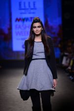 Diana Penty walk the ramp for Elle Show on day 3 of Myatra fashion week on 5th Oct 2014 (37)_54313bd3713e7.JPG