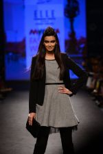 Diana Penty walk the ramp for Elle Show on day 3 of Myatra fashion week on 5th Oct 2014 (38)_54313bdc8a71a.JPG