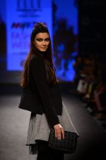 Diana Penty walk the ramp for Elle Show on day 3 of Myatra fashion week on 5th Oct 2014 (41)_54313be98f57d.JPG