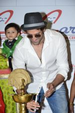 Hrithik Roshan at Criticare hospital launch in Mumbai on 4th Oct 2014 (253)_54312899e2d79.JPG