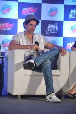 Hrithik Roshan, Katrina Kaif at Bang Bang Mountain Dew event on 1st Oct 2014 (30)_5430ddce5aa20.JPG