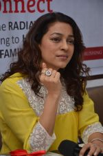 Juhi Chawla at Dr Devra Davis book launch in press club on 2nd Oct 2014 (14)_5430d8fd56d7f.JPG