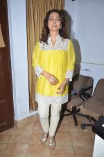 Juhi Chawla at Dr Devra Davis book launch in press club on 2nd Oct 2014 (16)_5430d903b0428.JPG