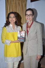 Juhi Chawla at Dr Devra Davis book launch in press club on 2nd Oct 2014 (21)_5430d9123c9e1.JPG
