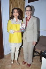 Juhi Chawla at Dr Devra Davis book launch in press club on 2nd Oct 2014 (23)_5430d918ad220.JPG