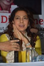 Juhi Chawla at Dr Devra Davis book launch in press club on 2nd Oct 2014 (6)_5430d91dd0c91.JPG