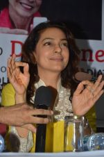 Juhi Chawla at Dr Devra Davis book launch in press club on 2nd Oct 2014 (7)_5430d8ec4d502.JPG