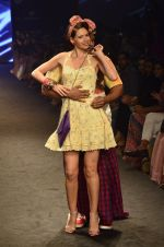 Kalki Koechlin, Cyrus Broacha walk for Kalki show at Myntra fashion week day 2 on 4th Oct 2014 (431)_5430edcf32702.JPG