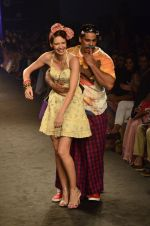 Kalki Koechlin, Cyrus Broacha walk for Kalki show at Myntra fashion week day 2 on 4th Oct 2014 (435)_5430edd759a47.JPG