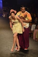 Kalki Koechlin, Cyrus Broacha walk for Kalki show at Myntra fashion week day 2 on 4th Oct 2014 (437)_5430ede0b7500.JPG