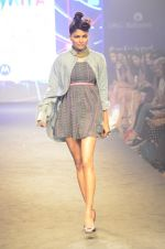Model walk for Kalki show at Myntra fashion week day 2 on 4th Oct 2014 (19)_5430ecc6f357e.JPG