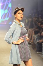 Model walk for Kalki show at Myntra fashion week day 2 on 4th Oct 2014 (23)_5430ecd924a0c.JPG