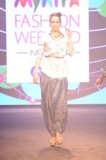 Model walk for Kalki show at Myntra fashion week day 2 on 4th Oct 2014 (25)_5430ece09a7b9.JPG
