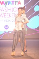 Model walk for Kalki show at Myntra fashion week day 2 on 4th Oct 2014 (27)_5430ecef6da9a.JPG