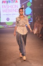 Model walk for Kalki show at Myntra fashion week day 2 on 4th Oct 2014 (30)_5430ed0140f9c.JPG