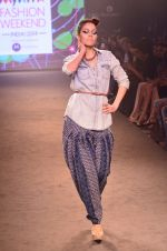 Model walk for Kalki show at Myntra fashion week day 2 on 4th Oct 2014 (33)_5430ed1322ec0.JPG