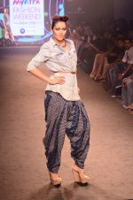 Model walk for Kalki show at Myntra fashion week day 2 on 4th Oct 2014 (34)_5430ed189c793.JPG