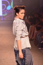 Model walk for Kalki show at Myntra fashion week day 2 on 4th Oct 2014 (36)_5430ed27854af.JPG