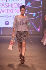 Model walk for Kalki show at Myntra fashion week day 2 on 4th Oct 2014 (38)_5430ed33ef088.JPG