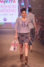 Model walk for Kalki show at Myntra fashion week day 2 on 4th Oct 2014 (40)_5430ed3f3cdac.JPG