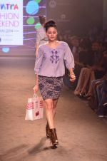 Model walk for Kalki show at Myntra fashion week day 2 on 4th Oct 2014 (42)_5430ed4b00b98.JPG