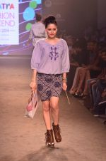 Model walk for Kalki show at Myntra fashion week day 2 on 4th Oct 2014 (43)_5430ed51665f6.JPG