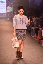 Model walk for Kalki show at Myntra fashion week day 2 on 4th Oct 2014 (44)_5430ed5ad1f44.JPG