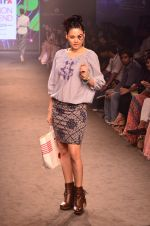 Model walk for Kalki show at Myntra fashion week day 2 on 4th Oct 2014 (46)_5430ed6a31470.JPG