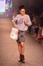 Model walk for Kalki show at Myntra fashion week day 2 on 4th Oct 2014 (47)_5430ed6fd5285.JPG