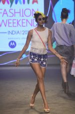 Model walk for Kalki show at Myntra fashion week day 2 on 4th Oct 2014 (49)_5430ed7ec40fa.JPG
