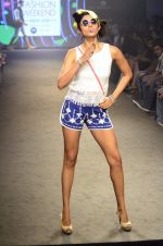 Model walk for Kalki show at Myntra fashion week day 2 on 4th Oct 2014 (54)_5430ed9bb7992.JPG