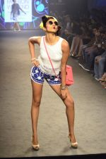 Model walk for Kalki show at Myntra fashion week day 2 on 4th Oct 2014 (56)_5430edaa5700a.JPG