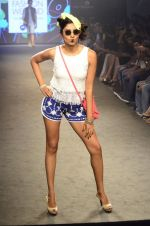 Model walk for Kalki show at Myntra fashion week day 2 on 4th Oct 2014 (58)_5430edb6966a1.JPG