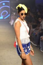 Model walk for Kalki show at Myntra fashion week day 2 on 4th Oct 2014 (60)_5430edbca4fcb.JPG