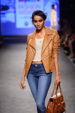 Model walk the ramp for Elle Show on day 3 of Myatra fashion week on 5th Oct 2014 (271)_54313c5d29405.JPG