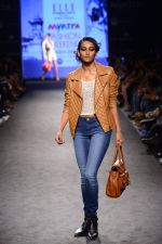 Model walk the ramp for Elle Show on day 3 of Myatra fashion week on 5th Oct 2014 (274)_54313c69a3636.JPG