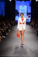 Model walk the ramp for Elle Show on day 3 of Myatra fashion week on 5th Oct 2014 (275)_54313c6d4a891.JPG