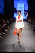 Model walk the ramp for Elle Show on day 3 of Myatra fashion week on 5th Oct 2014 (276)_54313c70d5d9b.JPG