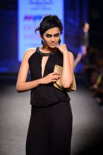 Model walk the ramp for Elle Show on day 3 of Myatra fashion week on 5th Oct 2014 (365)_54313f471e985.JPG