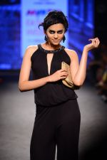 Model walk the ramp for Elle Show on day 3 of Myatra fashion week on 5th Oct 2014 (366)_54313f5032b88.JPG