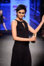 Model walk the ramp for Elle Show on day 3 of Myatra fashion week on 5th Oct 2014 (367)_54313f585d3c3.JPG