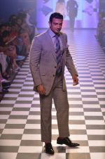 Model walks for Men_s Health show at Myntra fashion week day 2 on 4th Oct 2014 (102)_5430bc330395b.JPG